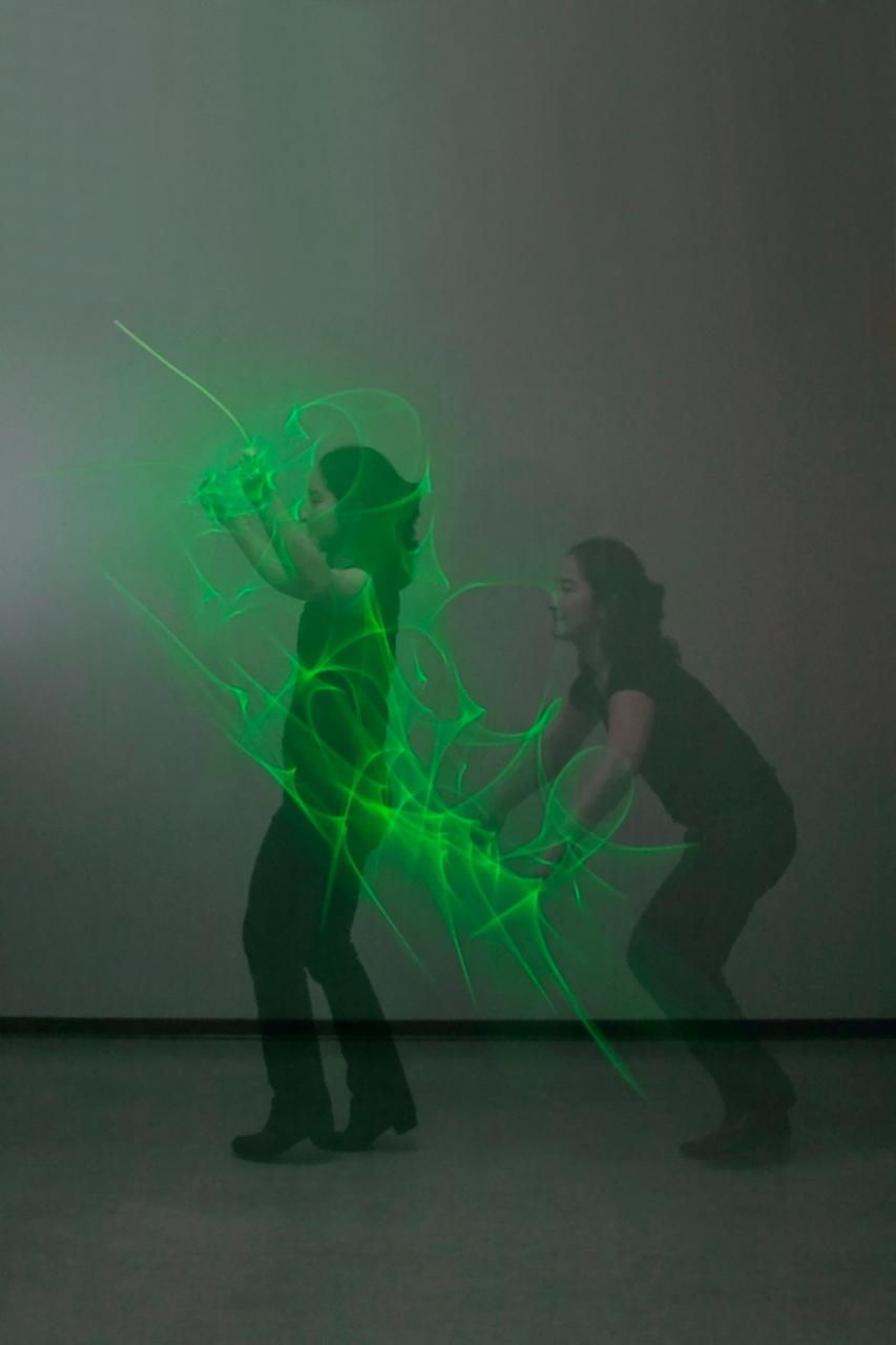 Tanz mit Lichterkette Langzeitbelichtung